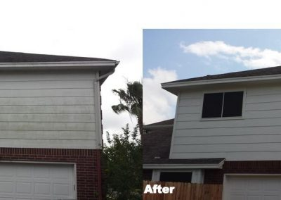 cleaning-algae-and-mold-on-house-in-corpus-christi-1