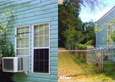cleaning-blue-vinyl-siding-house-in-corpus-christi