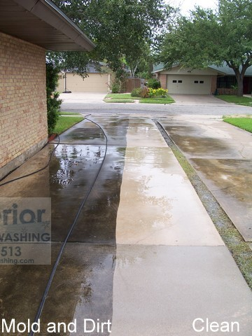 cleaning-concrete-driveway-in-corpus-christi-texas-1