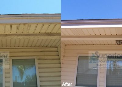 cleaning-eaves-soffit-on-vinyl-siding-townhouse-corpus-christi-2