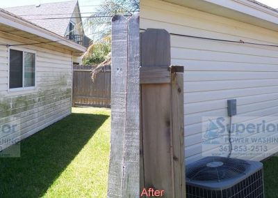 cleaning-mold-mildew-and-algae-on-vinyl-siding-townhouse-corpus-christi-1