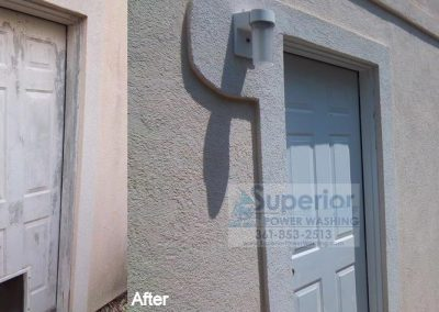 cleaning-mold-and-mildew-on-door-of-stucco-house-corpus-christi-1