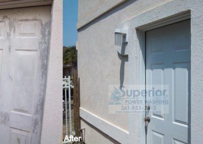 cleaning-mold-and-mildew-on-door-of-stucco-house-corpus-christi-2